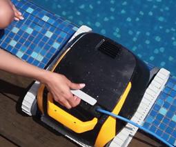 Роботы-пылесосы для уборки бассейнов