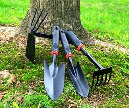 Инвентарь для сада и огорода (лопаты, грабли)